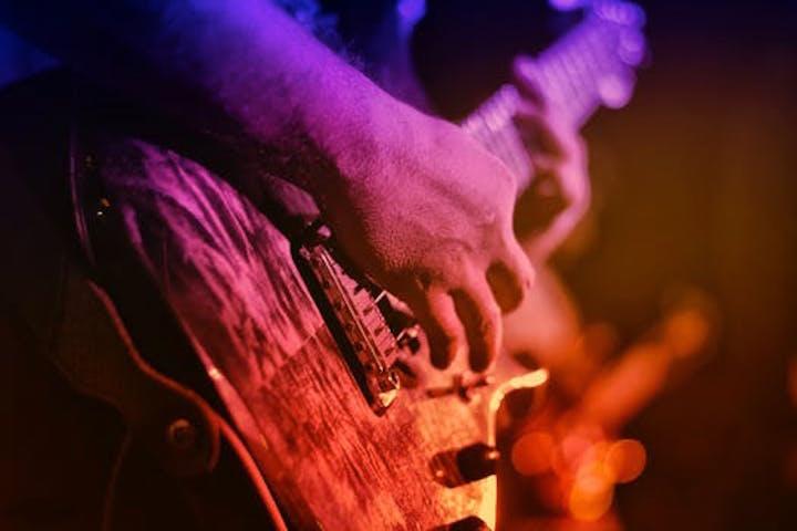 En Fender Stratocoaster